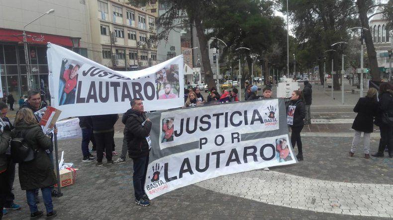 La familia de Lautaro Bettini encabezó una marcha por justicia