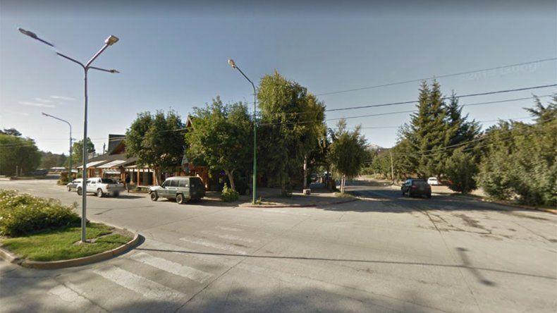 Ocurrió afuera de un kiosco ubicado en Avenida Arrayanes y Cerro Bayo.