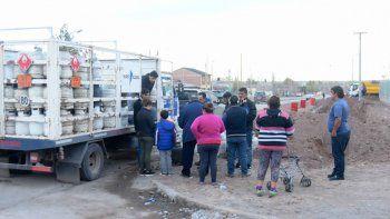 Oeste: vecinos fueron a comprar garrafas a un lugar de recarga