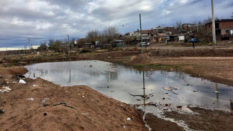 Denuncian la construcción de una pileta para líquidos cloacales y la municipalidad lo desmintió