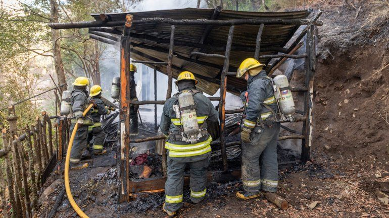 Una casilla de la toma Esperanza Arriba se incendió y sus dueños perdieron todo