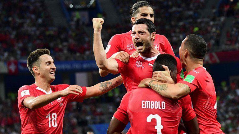 Suiza empató, pasó y se las verá con Suecia