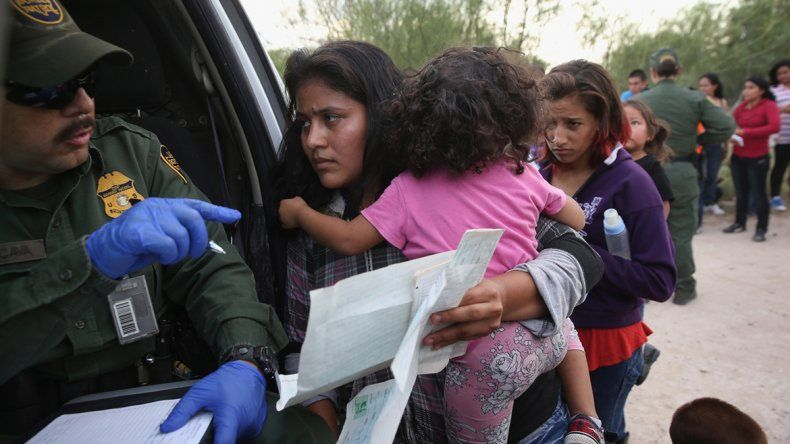 Los niños deberán estar con sus padres en los centros de detención.