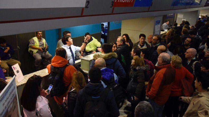 Se desbordó de pasajeros el aeropuerto en el inicio de las vacaciones