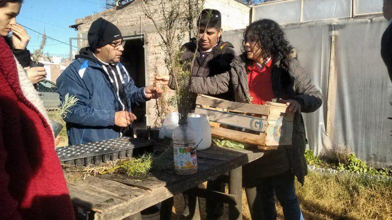 Una especialista en agricultura urbana del INTA durante un taller.