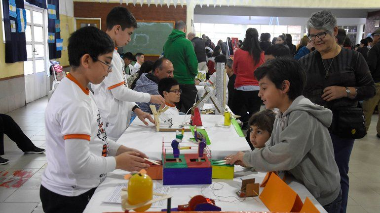 Proyectos y diseños de todo tipo se expusieron ayer en la Escuela 343 de la ciudad.