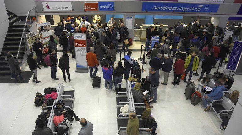 Por niebla en Buenos Aires, los vuelos cancelados saldrán recién esta tarde