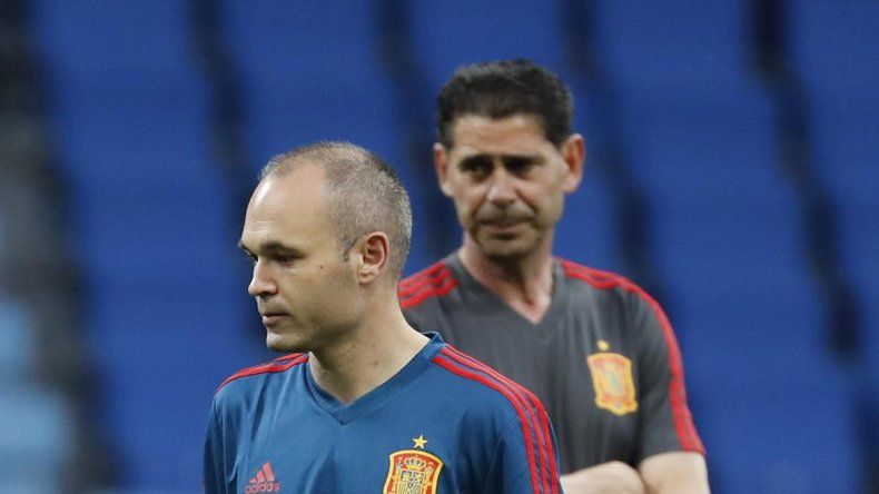 Hierro deja a Iniesta en el banco en el duelo ante Rusia