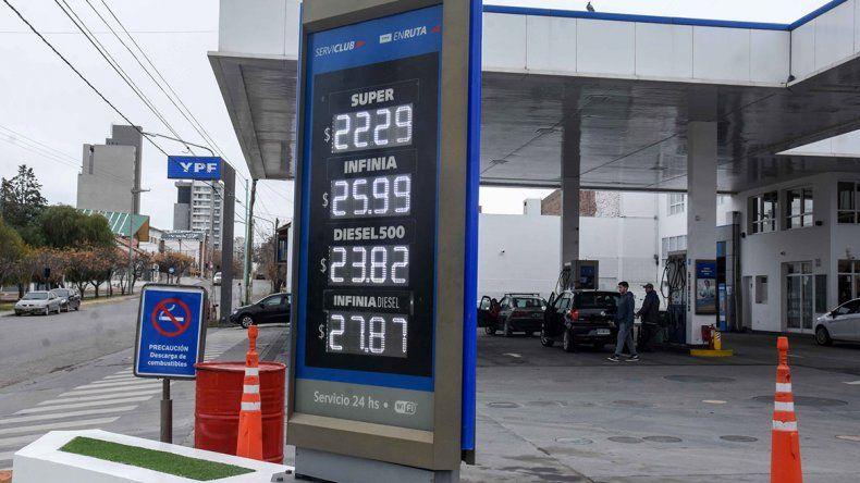YPF ya aumentó sus naftas el 5 por ciento