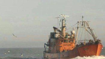 El cuerpo del capitán del barco fue encontrado el sábado 9 de junio. De los ocho marineros nada se sabe aún.
