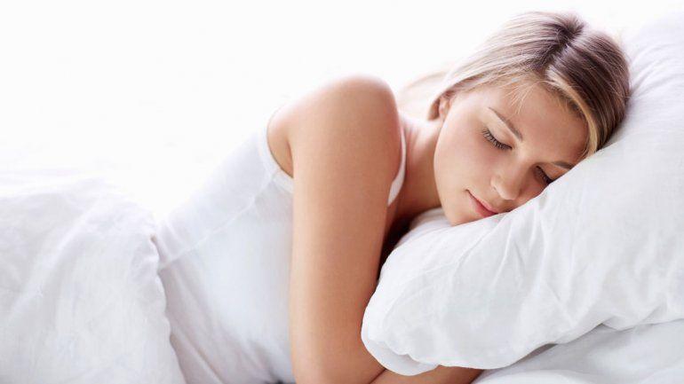 Acostarse sobre el lado izquierdo para descansar durante la noche es fundamental para cuidar algunos aspectos de la salud. Los motivos están explicados y argumentados desde la medicina.