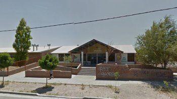 Broma pesada: por una falsa amenaza de bomba evacuaron EPET en barrio Progreso