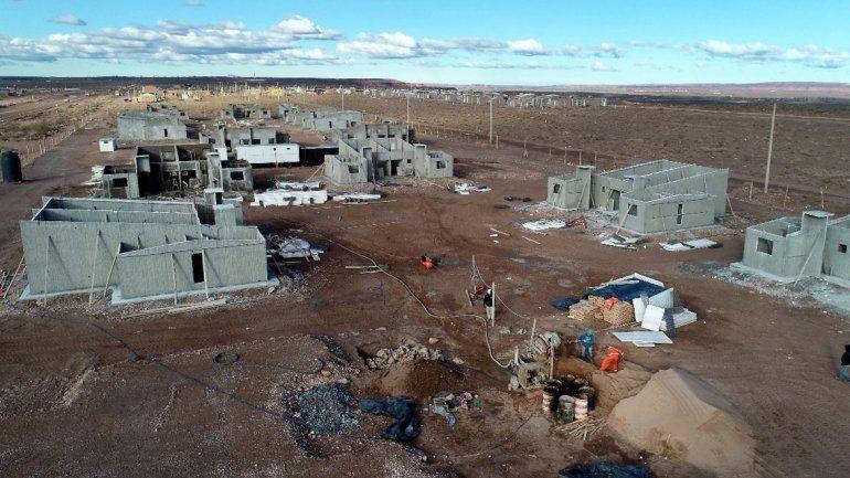 Construyen 300 casas en el epicentro de Vaca Muerta