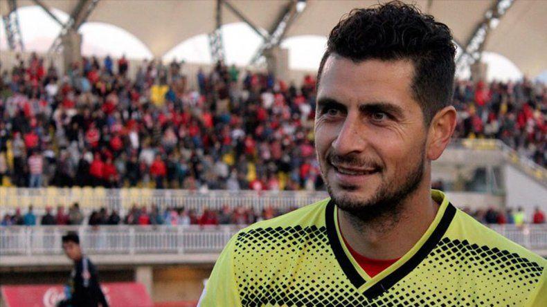 Viene de defender el arco de Unión La Caleta y de la selección chilena.