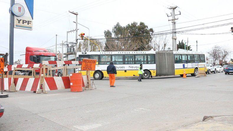 Caos de tránsito en Huiliches por las obras en la calle San Martín