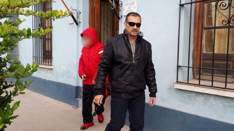 <p>Marcelo Galarza, al salir de la Comisaría de la Mujer, en Gualeguaychú, para visitar a su hija, NahirCrédito: R2820.com</p>