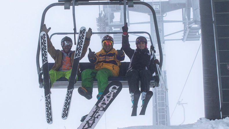 Para esquiar, una familia necesitará $10 mil por día