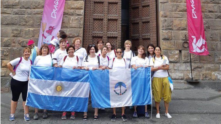 Mujeres neuquinas reman contra el cáncer en Italia