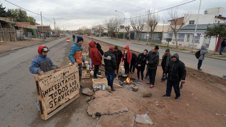 Vecinos cortan una vez más el avance de las obras del Metrobús
