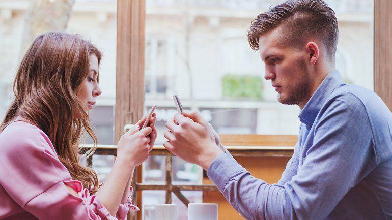 Así como en el inicio de la relación prolongar el contacto virtual exacerba las ilusiones