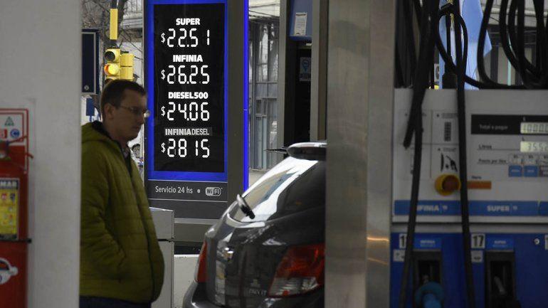 En el arranque del finde largo, YPF aumentó otra vez las naftas