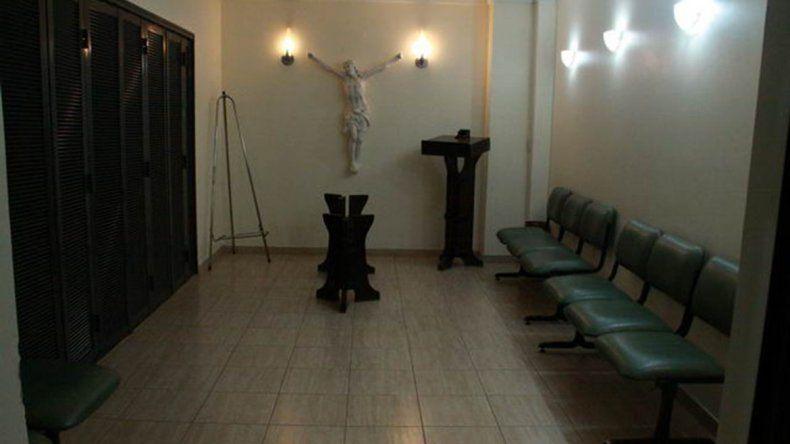 Centenario: rompió el blindex y robó en una casa velatoria