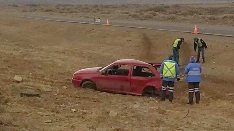 Una familia volcó con su auto en la Ruta 22: una nena de 6 años está grave