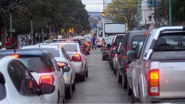 Cortan el tránsito en calle Mitre para terminar el asfalto