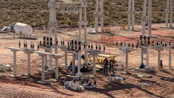 Luz verde a las industrias: les llevan la energía en Añelo