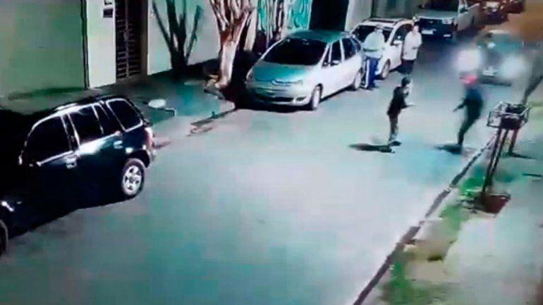 La reacción fue tan valiente como riesgosa: un ladrón tenía un revólver.