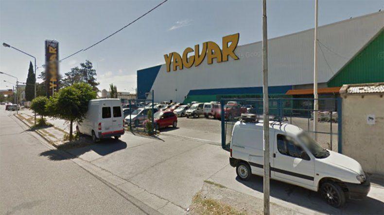 Le robaron 90 mil pesos de la camioneta del estacionamiento de un mayorista