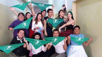 bailaron con sus panuelos verdes en acto por el 9 de julio