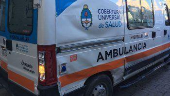 Una ambulancia con un recién nacido chocó con un colectivo
