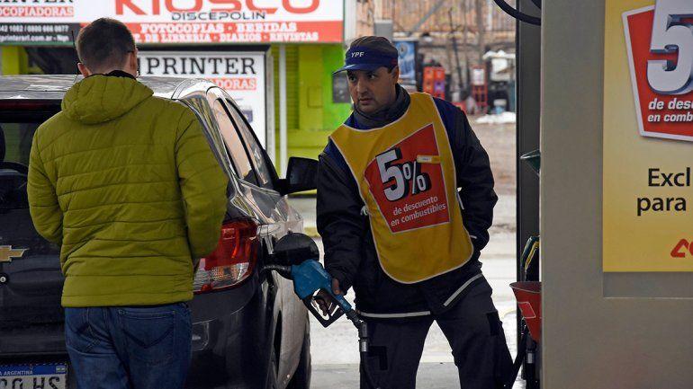 Las cargas chicas de nafta le ganan al tanque lleno