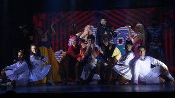 Clowns, música y teatro componen la variada oferta de espectáculos locales.