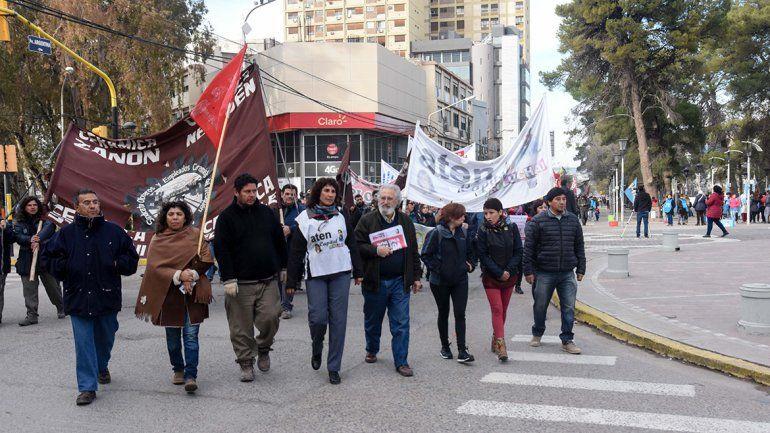 Diversos sectores marcharon hasta la Casa de Gobierno