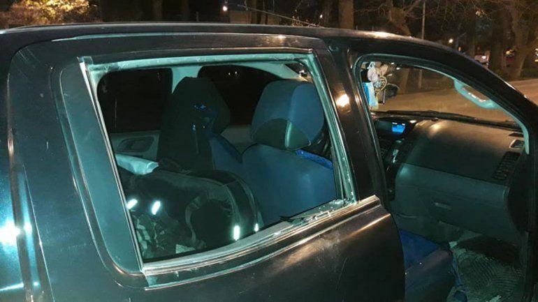 Ladrones sin improvisación en pleno centro: desvalijaron la camioneta de dos payadores