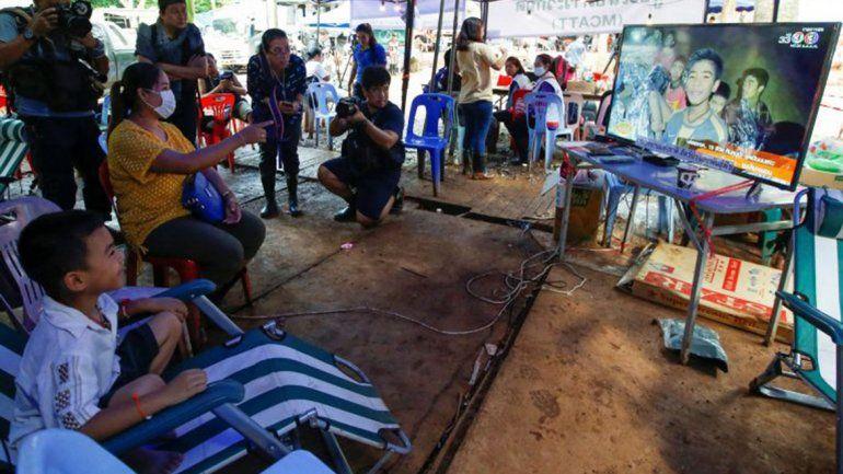 Tailandia: publican video de los chicos saludando