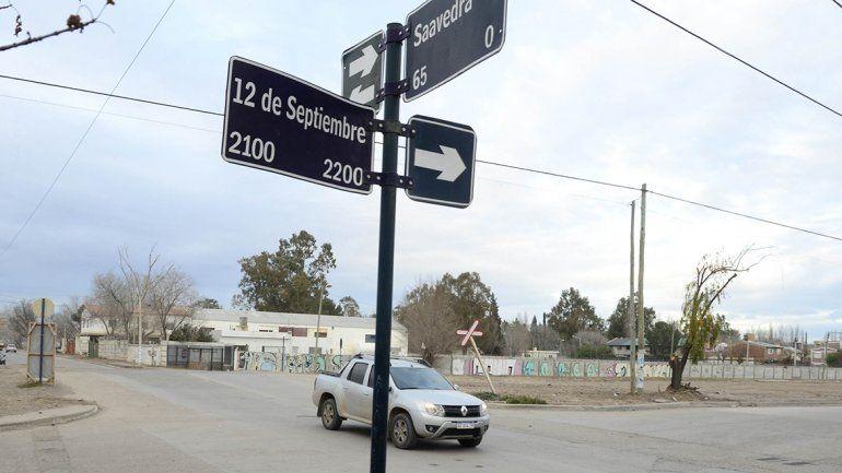 Cortan el tránsito en calle Saavedra por obras pluviales