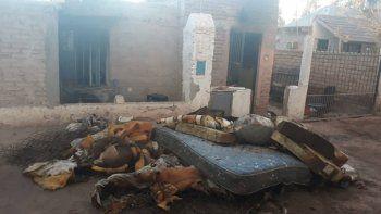 vecinos salvan a hermanos de un incendio: danos importantes