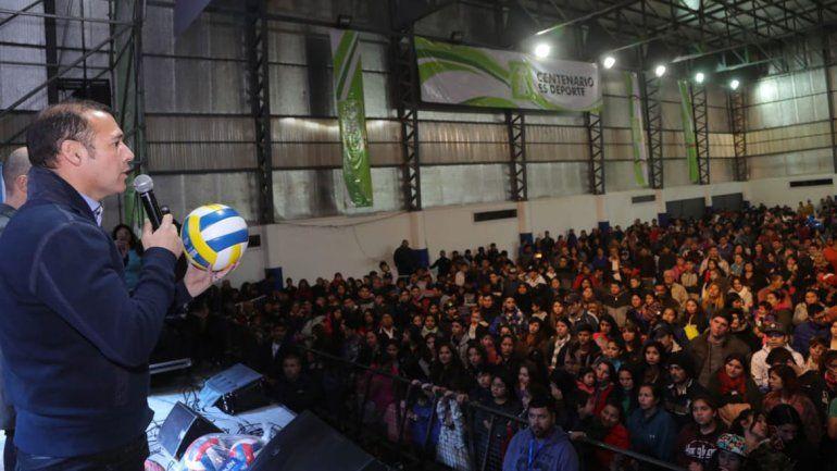 Centenario tiene otro polideportivo y lo festejó con todos los vecinos