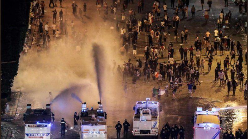 Los festejos en Francia dejaron muertos, heridos, destrozos y saqueos