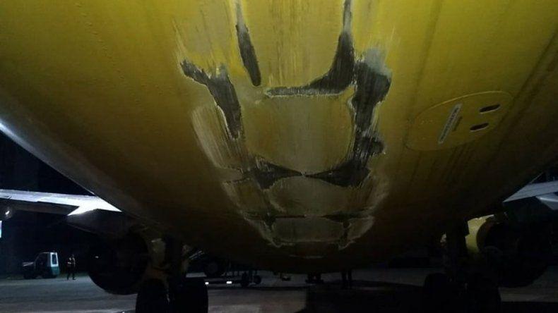 Avión de Flybondi chocó la cola contra la pista y quedó fuera de servicio
