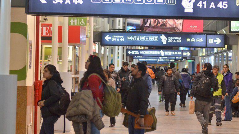 Los colectivos le dan pelea al boom de las aerolíneas