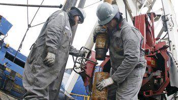 Los trabajadores de los pozos pelean round a round contra la inflación.