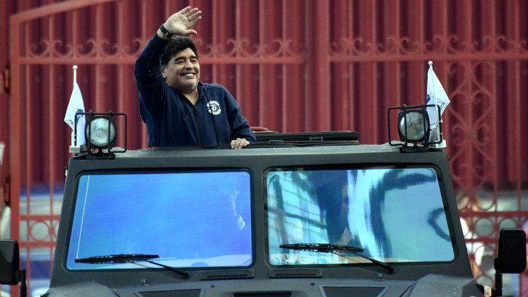 La extravagante llegada de Maradona a Bielorrusia para ser presidente
