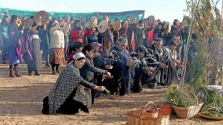 El fiscal frenó un desalojo mapuche para escucharlos