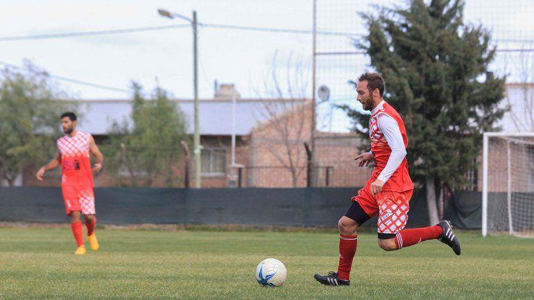 Domini disputará su segunda temporada en el Rojo. Villa es uno de los referentes del plantel neuquino.