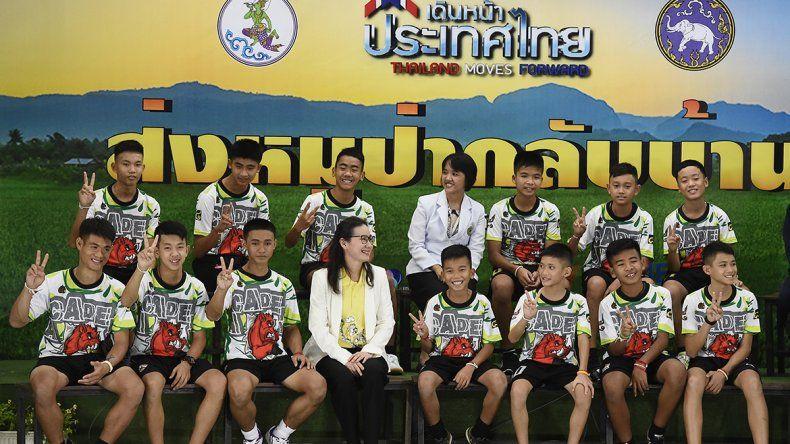 Dieron de alta al equipo de fútbol atrapado en la cueva de Tailandia