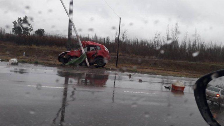 Un hombre chocó contra un poste de luz en la ruta 22